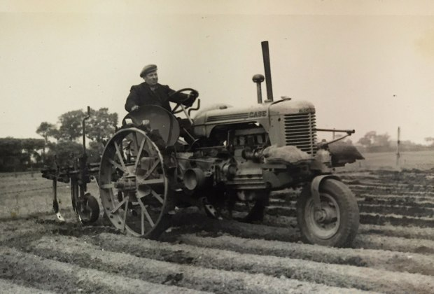 moly-old-tractor